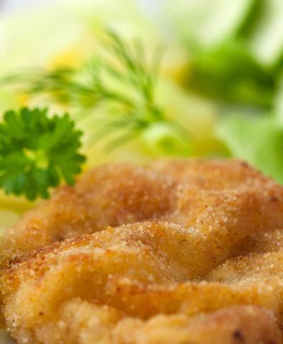 Stukker Land - Schnitzel mit frischem Spargel und Kartoffeln